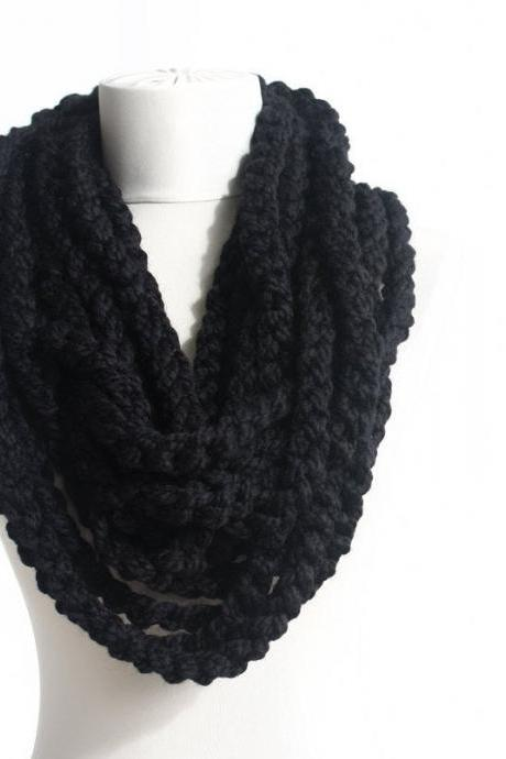 Chunky chain scarf necklace, black crochet infinity scarf, clothing gift, fall fashion, winter scarves for women, christmas gift for her